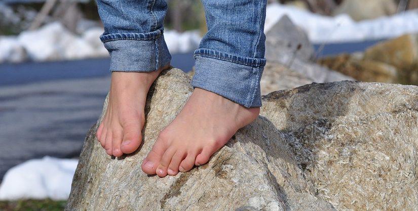 Cinq astuces pour ne plus avoir mal aux pieds